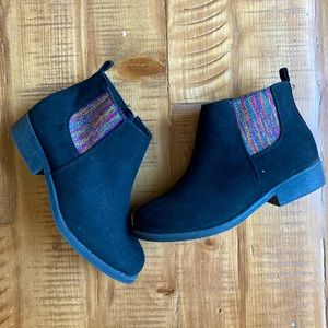 NWOT Dynasty Classics ankle booties size 1